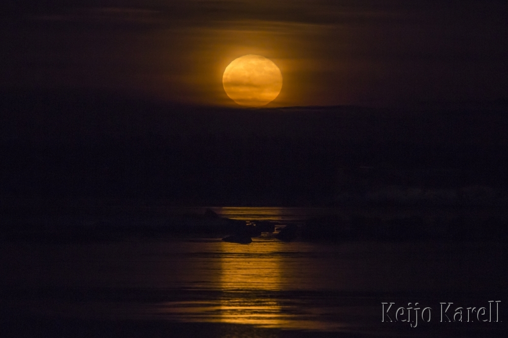 Kuu nousee