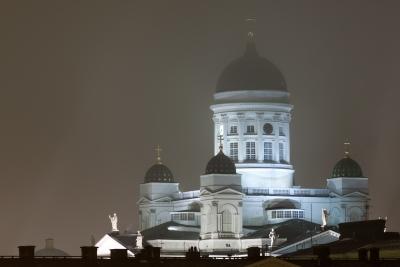 Helsingin Tuomiokirkko iltasumussa